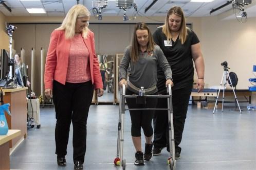 180924-paralyzed-patient-kelly-thomas-walking-se-1238p_7b14633ba908cd2a0e74c42bc820c3ba.fit-1240w