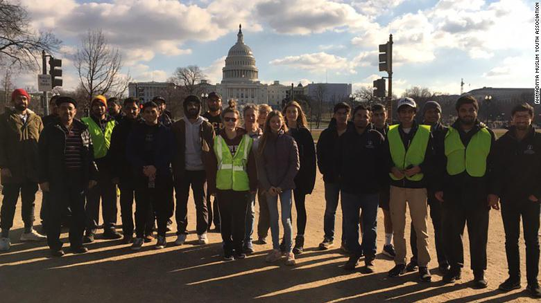 190106194941-02-muslim-youth-group-clean-up-national-parks-during-government-shutdown-01072019-exlarge-169